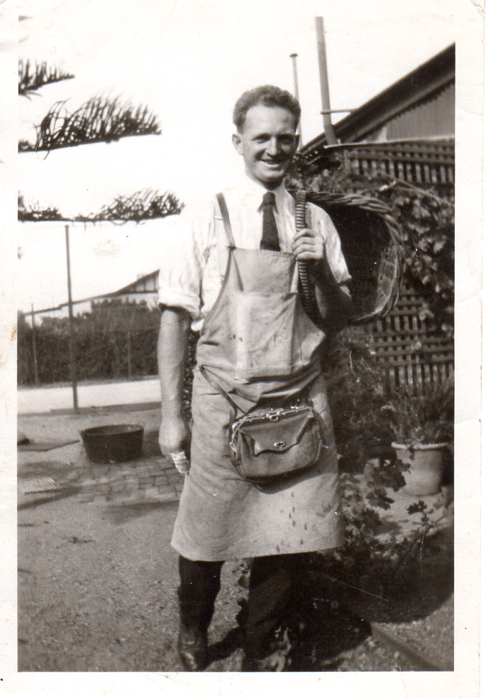harold-sweet-before-1939-as-a-greengrocer